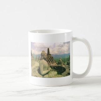 仏の鐘の彫像、Borobodurの寺院、ジャワ コーヒーマグカップ