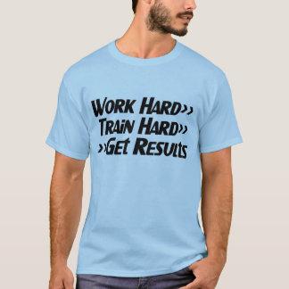 仕事の懸命は結果のコピーを得ます Tシャツ