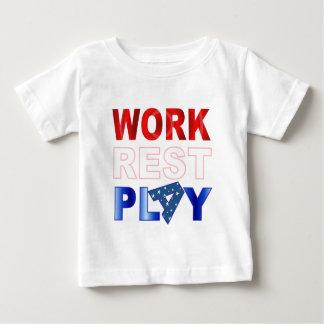 仕事の残りの演劇の赤い白くおよび青 ベビーTシャツ