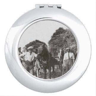仕事の白黒のイメージの円形の密集した鏡の人