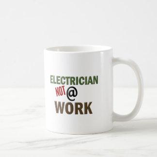 仕事の電気技師ない コーヒーマグカップ