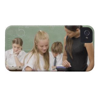 他の女生徒を教えているメスの先生 Case-Mate iPhone 4 ケース