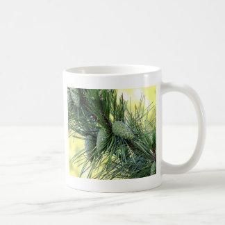 休日のマツ円錐形 コーヒーマグカップ