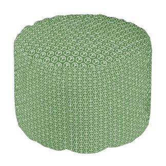 休日のマツ緑のピースサイン プーフ