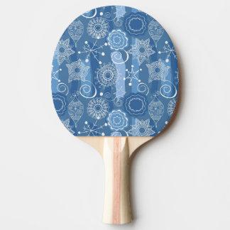 休日の雪片および星の背景 卓球ラケット