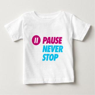 休止は決してストップ ベビーTシャツ