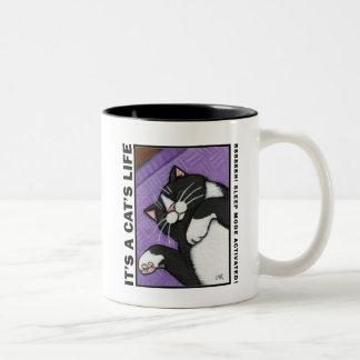 休眠モード-それは猫の人生の猫のマグです ツートーンマグカップ