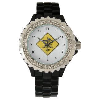 会社再建の前方に黄色のダイヤモンドの印 腕時計