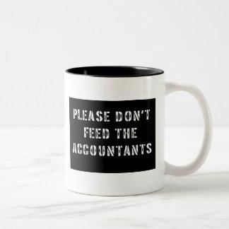 会計士を食べ物を与えないで下さい ツートーンマグカップ