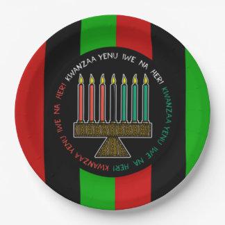 伝統のKwanzaaのパーティーの紙皿に名誉を与えること ペーパープレート
