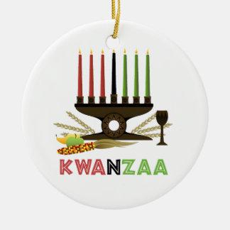 伝統のKwanzaaの休日のオーナメントの深い セラミックオーナメント