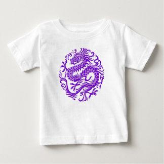 伝統的な紫色の中国のなドラゴンの円 ベビーTシャツ