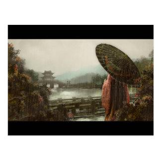 伝統的な装いのヴィンテージのアジア女性 ポストカード