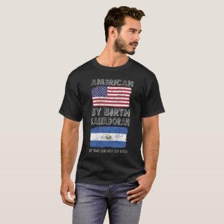伝統誕生のエルサルバドルの神の恩寵によるアメリカ人 Tシャツ