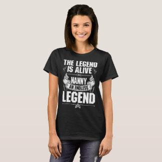伝説は生きた乳母の無限の伝説のTシャツです Tシャツ