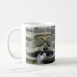 伸張口のガーゴイルのマグ コーヒーマグカップ
