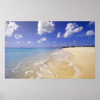 低い湾のビーチ、バーブーダ、アンチグア ポスター
