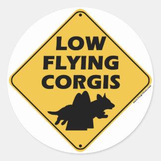 低く飛んでいるなコーギー(カーディガン) 丸形シールステッカー