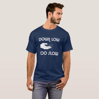 低く、余りに遅いTシャツ Tシャツ
