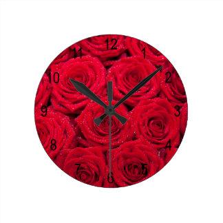 低下の赤いバラ ラウンド壁時計