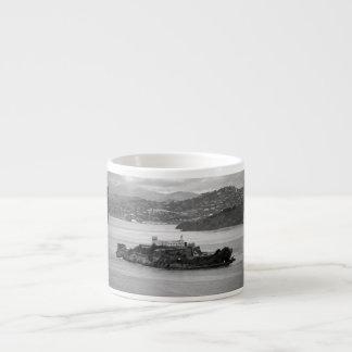 低空飛行のアルカトラズ島 エスプレッソカップ