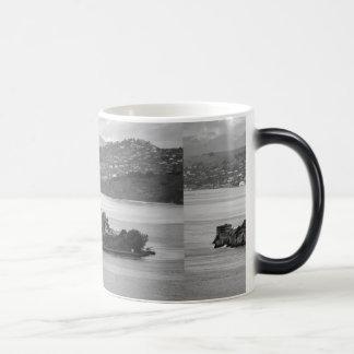 低空飛行のアルカトラズ島 モーフィングマグカップ