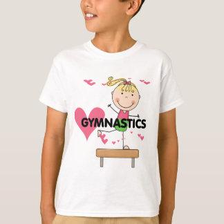 体操-ブロンドの女の子の釣り合い梁のTシャツ Tシャツ
