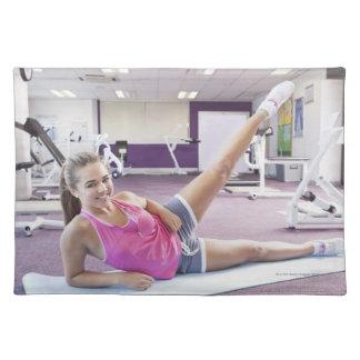 体育館で運動している女の子 ランチョンマット