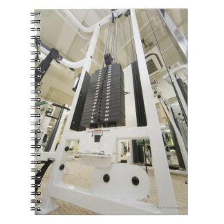 体育館のエクササイズ機械の重量、低い角度 ノートブック