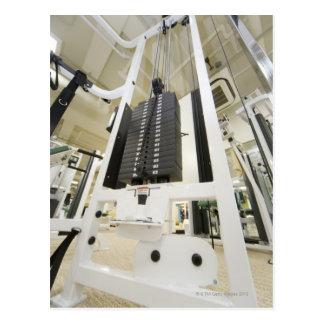 体育館のエクササイズ機械の重量、低い角度 ポストカード
