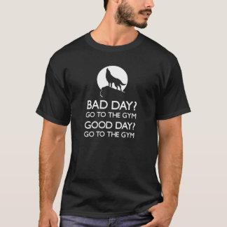 体育館のオオカミのTシャツ Tシャツ
