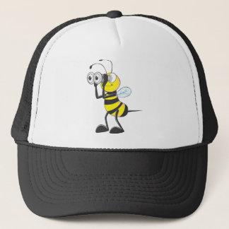 何かを見る双眼鏡を握っているかわいい蜂 キャップ