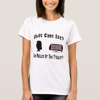 何が第1を来ましたか。  マレットかトレーラーか。 Tシャツ