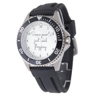何人かの人々ちょうど必要性のむち打つこと 腕時計