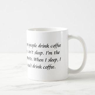 何人かの人々コーヒーを飲み、マグ眠ることができません コーヒーマグカップ