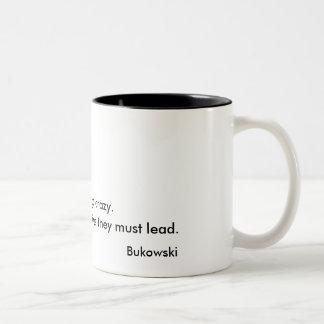 何人かの人々決してチャールズ熱狂するにBukowskiマグ行きません ツートーンマグカップ