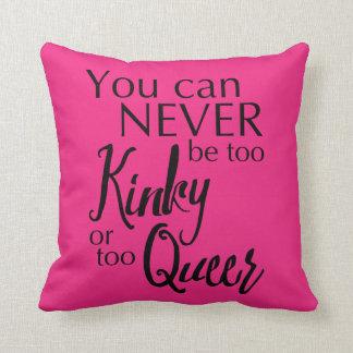 余りにねじれたか余りに変なピンクの枕は決してある場合もありません クッション