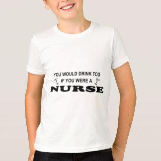 余りに飲み物の-ナース Tシャツ