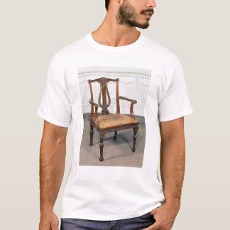 供給される切り分けられたリラの椅子 Tシャツ
