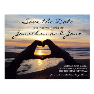 保存を結婚するビーチの海愛ハート日付 ポストカード