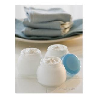 保湿の瓶はタオルの積み重ねクリーム状になり、 ポストカード