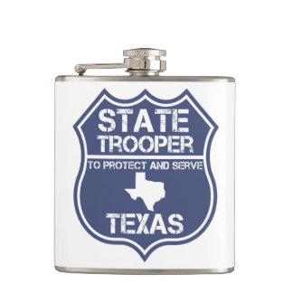 保護し、役立つテキサス州の州警察官 フラスク