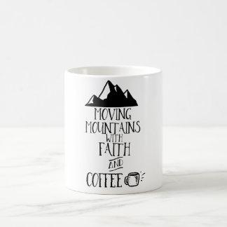 信頼およびコーヒー2が付いている移動山 コーヒーマグカップ