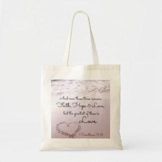 信頼の希望愛、1 Corinthiansの13:13、海のビーチ トートバッグ