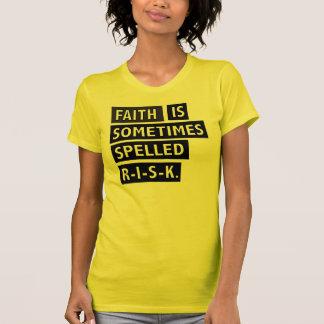 信頼は時々綴られた危険のTシャツです Tシャツ