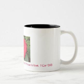 信頼、希望、および愛および最も素晴らしいの… ツートーンマグカップ
