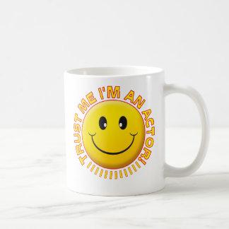 俳優はにこやかな私を信頼します コーヒーマグカップ