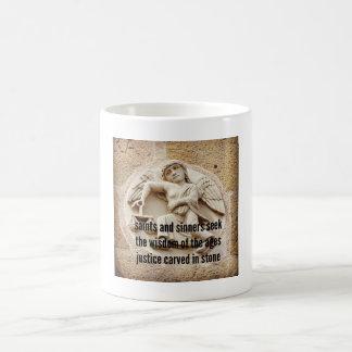 俳句の冷蔵庫用マグネット-石で切り分けられる正義 コーヒーマグカップ