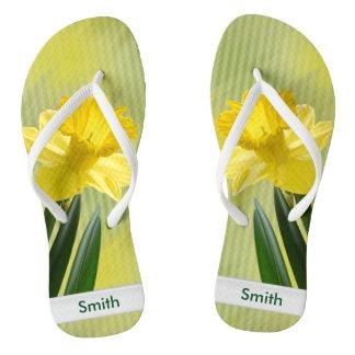 個人化して下さい:  花の写真、黄色いラッパスイセン ビーチサンダル