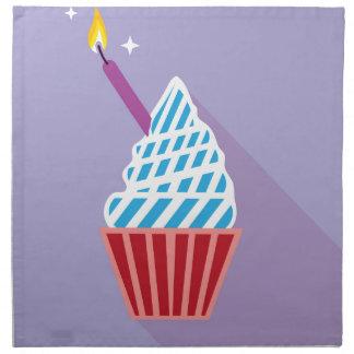 側面の蝋燭が付いているカップケーキ ナプキンクロス